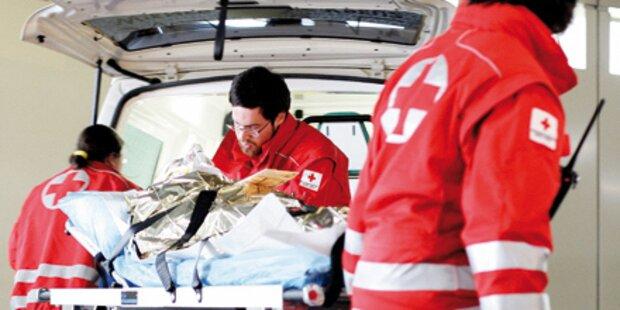 Pensionist fiel vier Meter von Dach