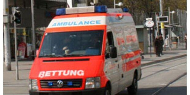 Oberösterreicherin von PKW auf Straße geschleudert