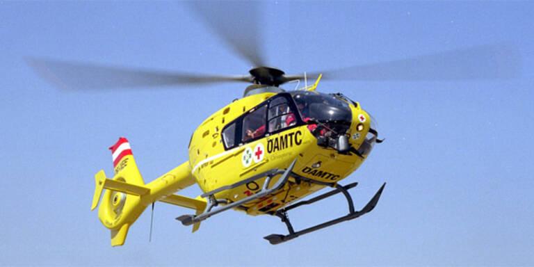 Mann stürzte vier Meter ab: Schwer verletzt