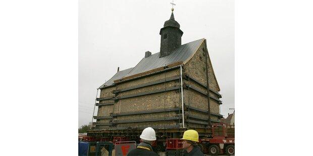 Kirche in Deutschland wird abtransportiert