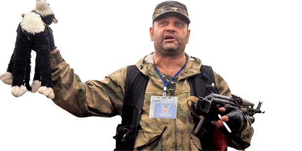 Rebellen plündern das Wrack der MH17