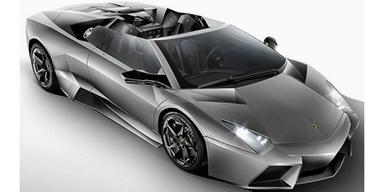 Viel böser kann ein Fahrzeug nicht aussehen. Die offene Version des Reventon beeindruckt durch klares Desigen.