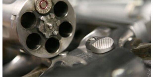 Polizei hebt illegale Waffenlager aus