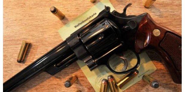 Linzer schoss mit Revolver im Park