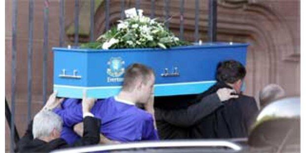 Tausende bei Rhys Jones' Beerdigung in Liverpool