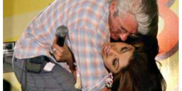 Shilpa Shetty wegen Kuss von Polizei befragt