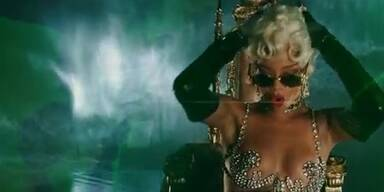 """Rihanna supersexy in """"Pour It Up"""""""