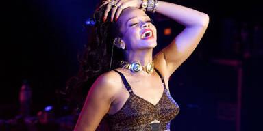 Rihanna: So wild feiert die Pop-Nixe