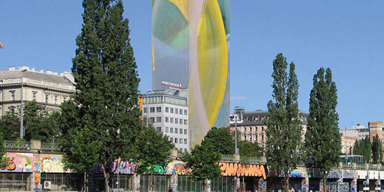 Künstler Arnulf Rainer verhüllt den Ringturm