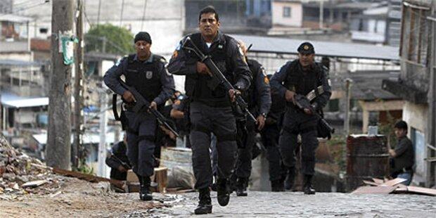 Großeinsatz in Rio:Polizei stürmt Favelas