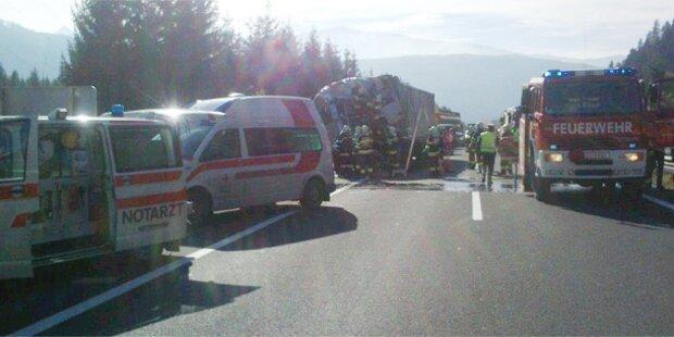 Lkw-Lenker bei Auffahrunfall getötet