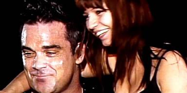 Robbie Williams holt Fan auf die Bühne