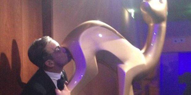 Robbie Williams küsst Bambi den Popsch