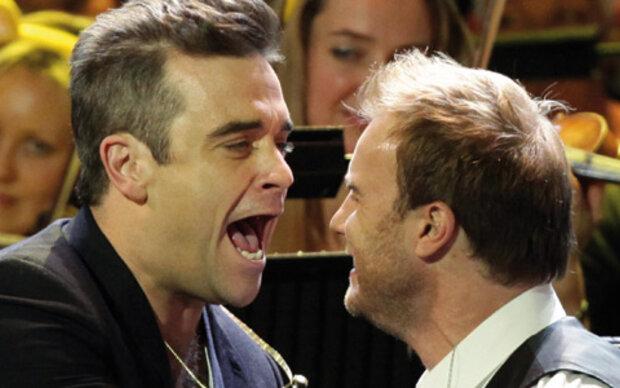 Robbie Williams mit Take That auf der Bühne