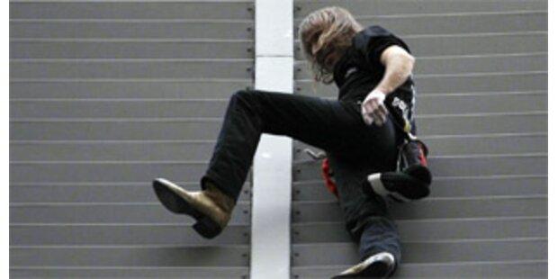 Spiderman kletterte 151-Meter-Hochhaus hinauf