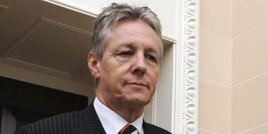 Premier Robinson nimmt Amt wieder auf