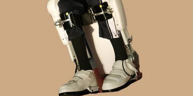 Mit Roboter-Anzug wieder gehen
