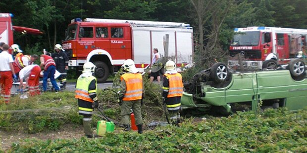 Frontal-Crash: 18-Jährige eingeklemmt