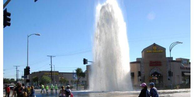 Spektakulärer Wasserrohrbruch in LA