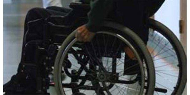 Im Rollstuhl auf die Autobahn verirrt
