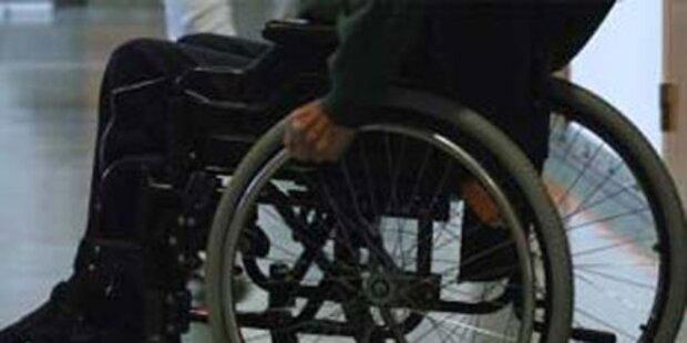 Besoffener Rollstuhlfahrer stürzt in Fluss