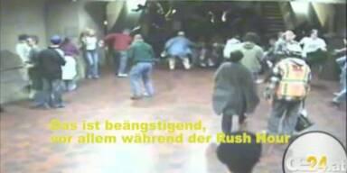 Rolltreppe defekt: Menschen-Karambolage