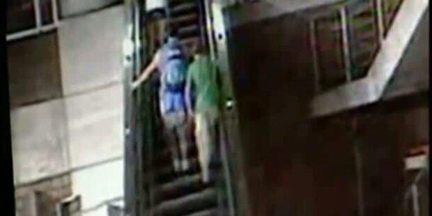 Junge stürzt 6 Meter von Rolltreppe