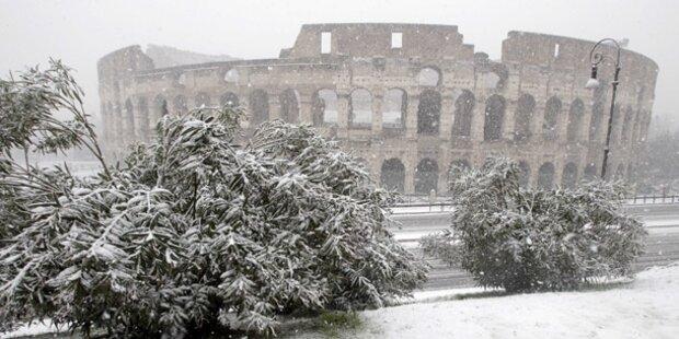 Kolosseum nach Schnee geschlossen
