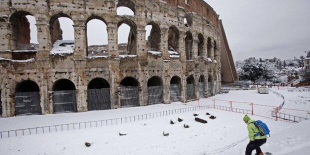 Heftiger Schneefall legt Rom lahm