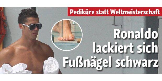 Ronaldo lackiert Fußnägel schwarz