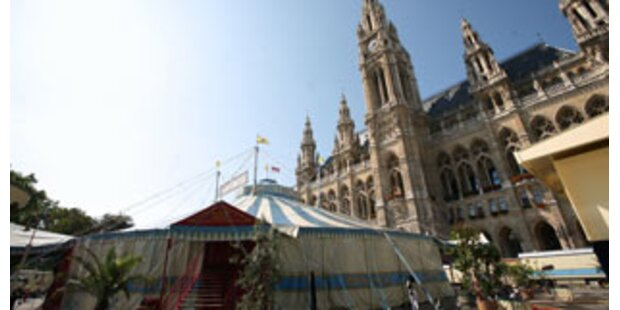 Zeltstadt am Rathausplatz bei kulttour 07