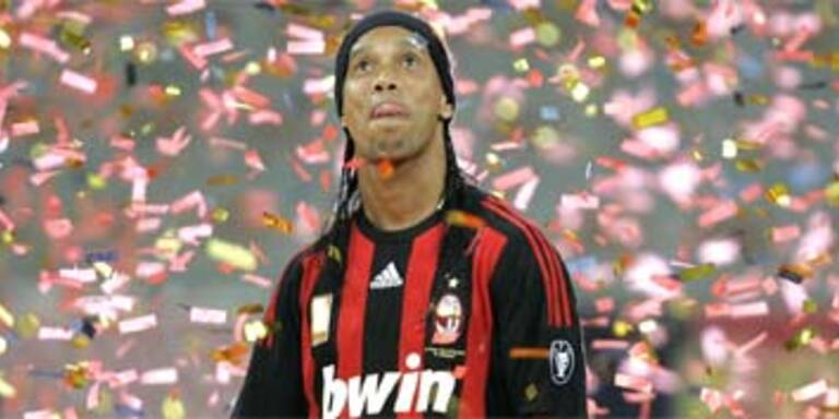 Ronaldinho bei Milan präsentiert