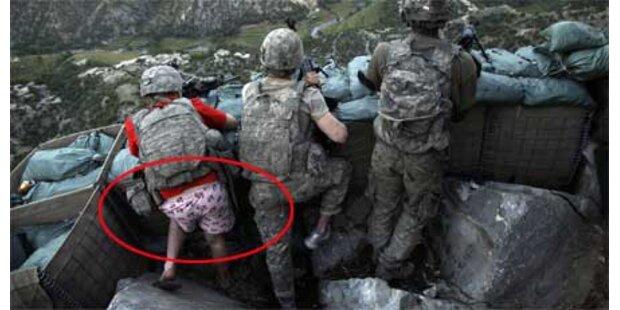 US-Soldat kämpft in rosa Unterwäsche