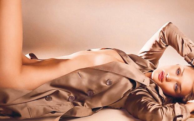 Rosie nackt für Burberry