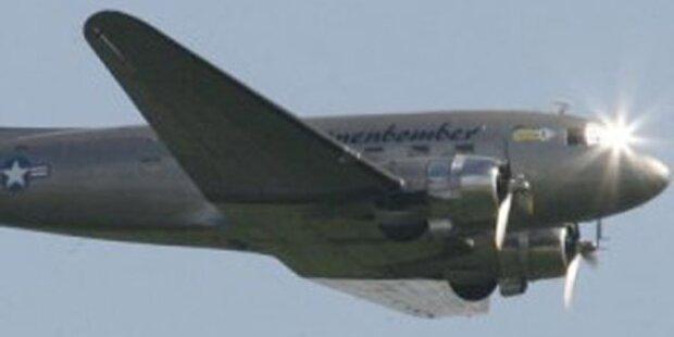 Museumsflugzeug stürzt in Berlin ab