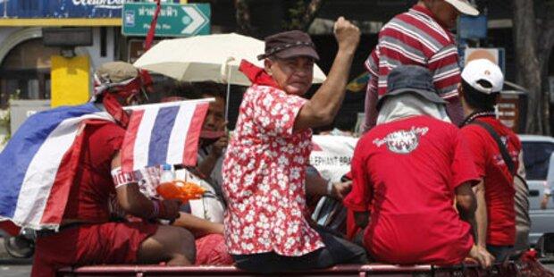 Bangkok: Rothemden lassen nicht locker