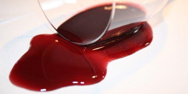 Was hilft gegen Rotweinflecken?