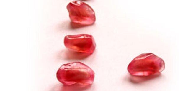 Juweliere handeln mit Burma-Rubinen