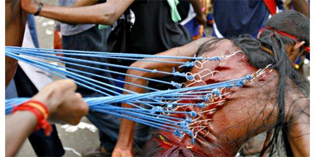 Hindus piercen sich in Malaysia für Gott Muruga