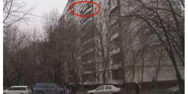 Russe warf Zwillinge aus dem 8. Stock