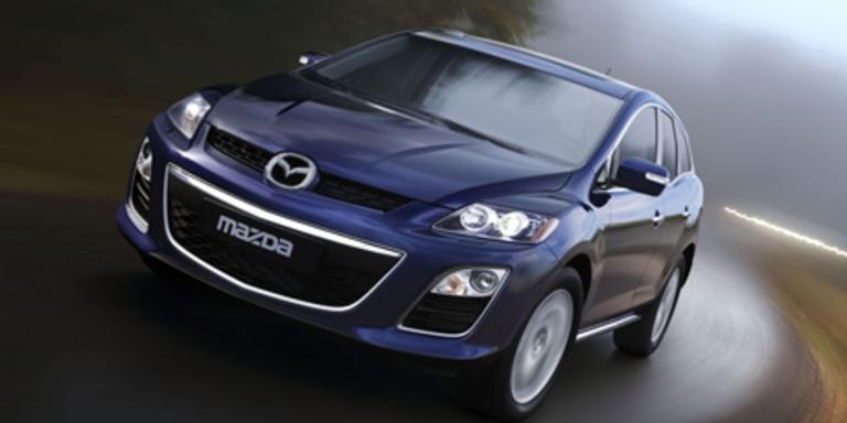 Durch das dezente Facelift wirkt der RX-7 noch bulliger. Die Chromumrandung des Kühlergrills sticht an der Front besonders hervor. Bild: Mazda