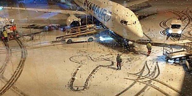 Ryanair-Mitarbeiter malen Schnee-Penis