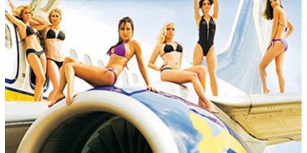 Ryanair-Stewardessen posieren im Bikini