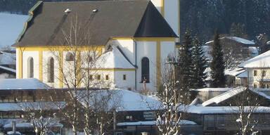Corona-Party in Tirol: Alkoholisierte Briten attackierten Polizisten