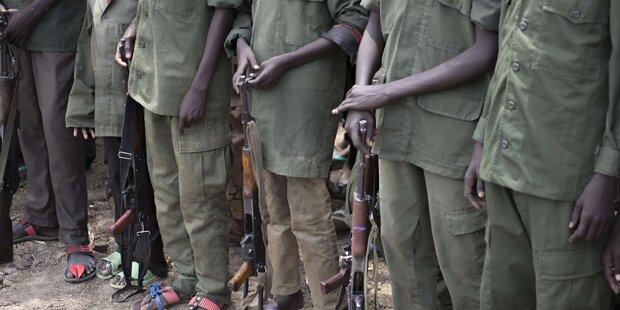 Mädchen von Soldaten lebendig verbrannt