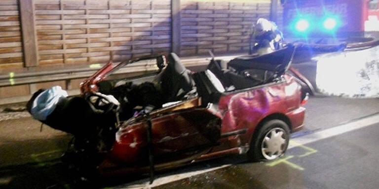 Horror-Crash auf der S6: Auto zerrissen