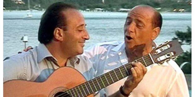 Berlusconi singt wieder eigene Lieder
