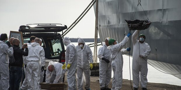 26 tote Frauen in Flüchtlingsschiff entdeckt