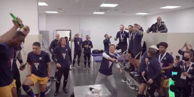 Red Bull Salzburg bei der Kabinenparty nach dem 8. Cup-Titel