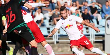 Salzburg gewinnt und steigt locker auf